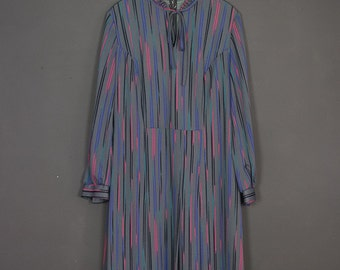 Vintage 80s retro-chic dress with arty grey and pink lines - high collar