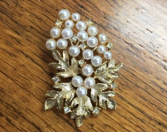 Gold with Pearls Flower Brooch Wedding Brooch Vintage Old Brooch Pin Costume Jewelry