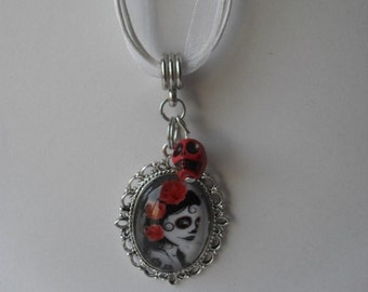 Mexican Day of the Dead Sugar Skull Necklace Glass Pendant Cameo red white