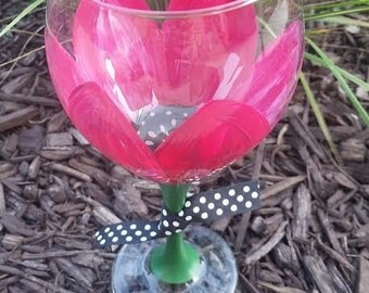 Hand-painted magenta flower wine glass