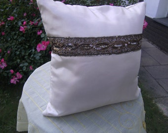 creme Pillow - Taftpillow - decorative Pillow - Trow Pillow -  Pillow with Border - Pillow with Jewelry - handmade Pillow