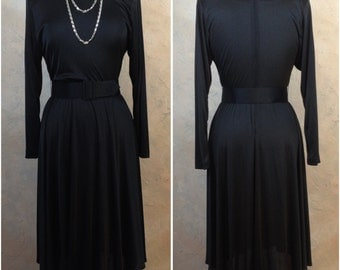Slinky black 70s dress with wide belt - Large