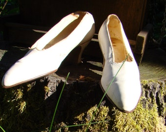 Authentic 1900s Edwardian Ivory Leather Pumps Size 6