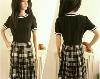 Vintage 60s Black White Wool Pleated Plaid Shift Dress Mod Preppy / UK 10 / EU 38 / US 6