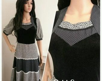 Vintage 70s Black Velvet Daisy Floral Cotton Boho Prairie Folk Maxi Dress / UK 8 / EU 36 / US 4