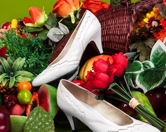 Size 5.5 Off-White Heels | Via Vennetta | 1980s White Leather Pumps | Vintage Wedding Accessory | Women's Vintage Dress Shoes