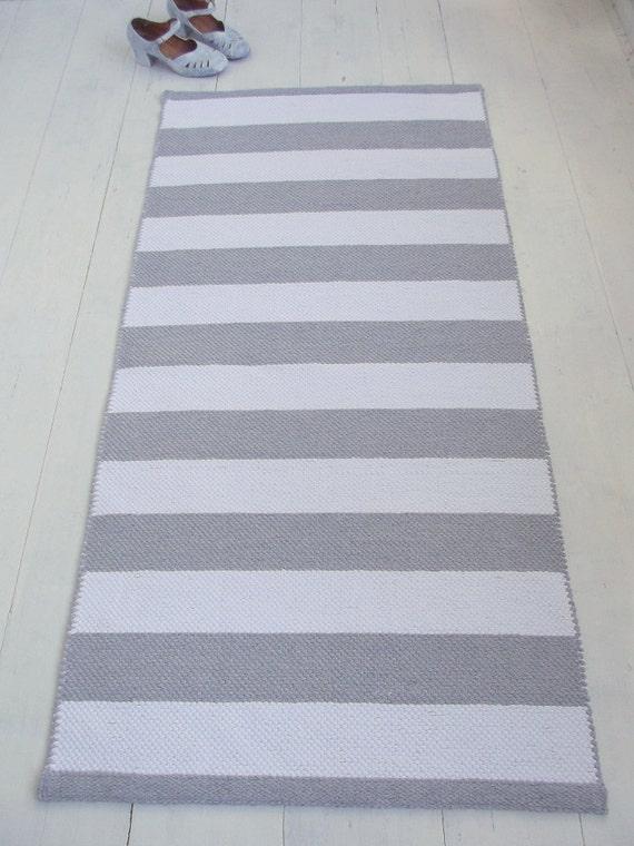 white grey striped rug white and light grey cotton rug. Black Bedroom Furniture Sets. Home Design Ideas