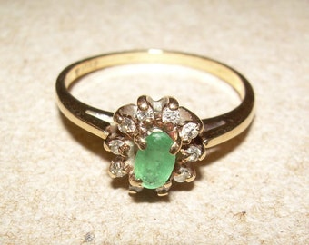 10k gold emerald and diamond halo ring / May birthstone / April birthstone / solid 416 yellow gold ring / green beryl emerald / flower ring