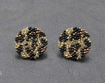 beaded earrings, leopard earrings, seed bead earrings, stud earrings, seed bead jewelry, peyote stitch, beadwork earrings, leopard jewelry