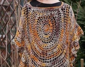 Summer poncho with a circle motif and loop /.