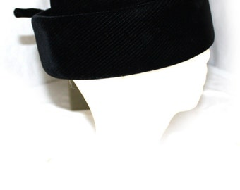 Vintage  Women's Hat Black Velvet  1960's Size 22 Medium Frederick & Nelson Seattle with original box