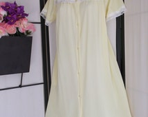 Vintage 1960s sunshine yellow short robe or dressing gown by Carole, size Small short sleeve button front lace yoke and trim; pinup peignoir