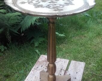 Vintage Florentine Gold Gilded & Cream Round Pedestal Table, Italian Florentine End Table, end table Florentine gold and white skated Made Italy