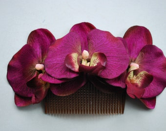 Beautiful comb with 3 purple orchids and green leaves vintage rockabilly style wedding 40s 50s