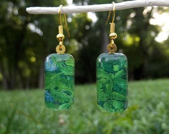 William Morris leaf earrings, acanthus art earrings, small glass earrings, art nouveau earrings, wallpaper design, green leaves, 1875