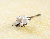 Flower hair pin, White flower hair pin, White flower bobby pin, wedding hair accessories, flowergirl accessories