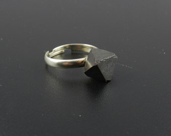 Rock Crystal Ring, Magnetite Crystal Ring, Naturally Magnetic Ring, Adjustable Ring, Pyramid Ring, Black Crystal Ring, Magnetite Ring