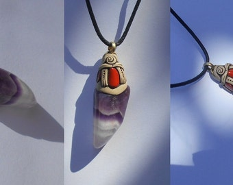 Amethyst pendant with 3 red Jaspers / vibrant / subtle unisex / minimalist / vogue / GROUNDING PROTECTION / jewelry / pendant / khayanite