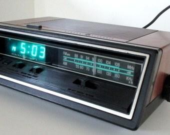 Vintage General Electric Digital Clock Radio