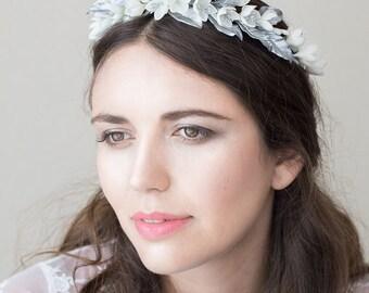 Floral bridal crown. Wedding floral crown. Bridal headpiece. Bridal crown. Wedding headpiece. MOD564 bridal Crown