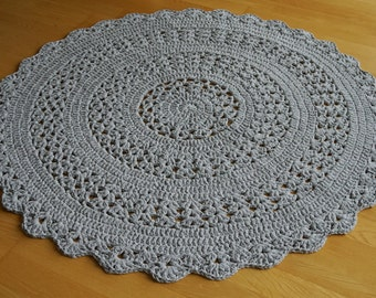 Light grey round crocheted rug, diameter approx. 152 cm/60 inches