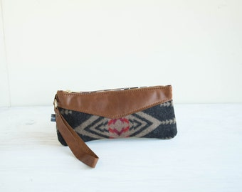 Wristlet- Walking Rock Pattern