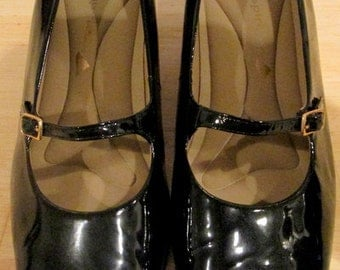 Vintage Patent leather Mary Janes.  Easy Spirit Pantent Leather Shoes.