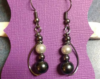 White and charcoal pearl earrings