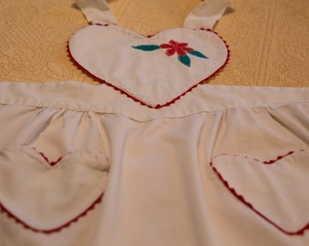 Lovely vintage kitchen apron with heart shaped bib - rick rack trim - appliqued flower - charming - white with red trim