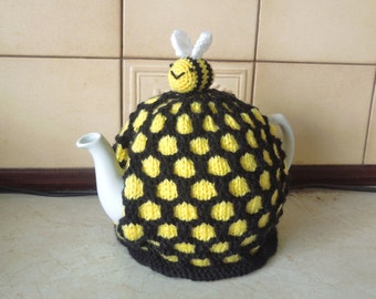 Hand made beehive knitted teapot tea cosy. Fits 2 pint, 4-6 cup pot (40 fl oz). Bee on top. Great as a beekeeper or gardeners gift. Cornish