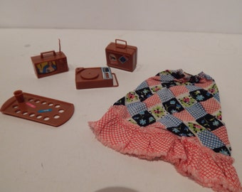 Vintage Busy Francie/Barbie Holding Hands Accessories, Skirt, and 4 toys 3311 Mattel 1972 1973