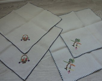 REDUCED French vintage set of four hand embroidered doilies / napkins (00367)