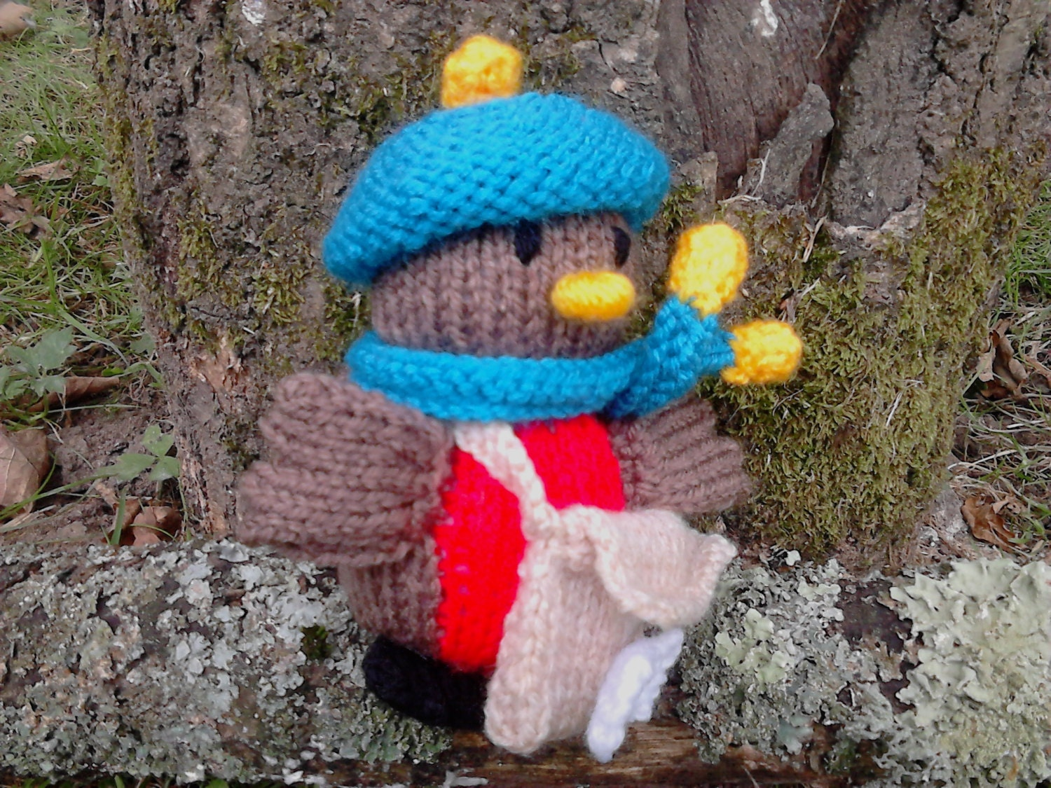 Knitted Robin Pattern For Christmas : Postman Robin Knitting Pattern Christmas by NewForestKnits on Etsy