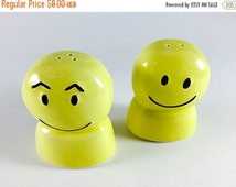 SALE Vintage Happy Face Salt And Pepper Shakers Retro Yellow Smiley Face 1960 1970 Kitsch Kitschy Kitchen Decor