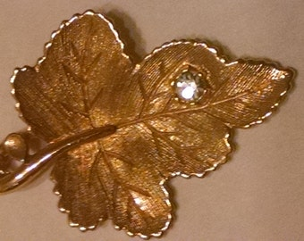 Avon Pendant Necklace, Signed Avon Leaf Pendant with One Rhinestone, Accessories,Avon Signature Hang Tag, Avon Jewelry,Gold Leaf Pendant Her
