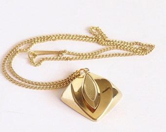 Vintage Gold Tone Necklace Pendant concave centre and leaf shape dangle