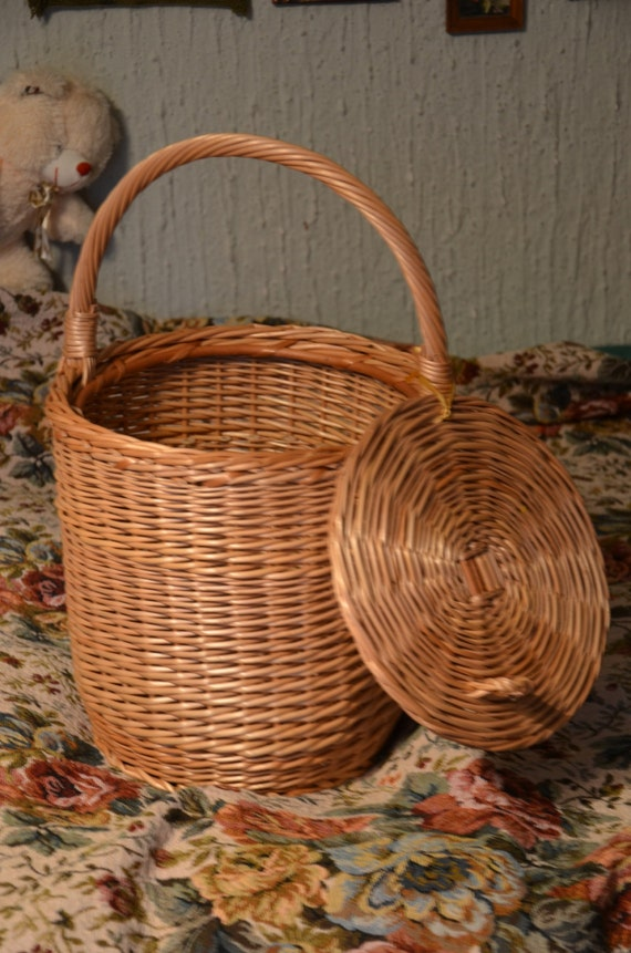 Round wicker basket basket with a lid small by willowsouvenir - Round wicker hamper with lid ...