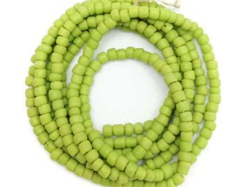 Maasaiperlen, Africa, light green, 2mm, 1 strand, 58c.