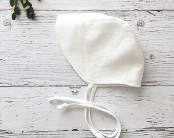 baby bonnet // baby sun bonnet // modern baby bonnet // baby hat // baby sun hat // sunbonnet // white linen bonnet