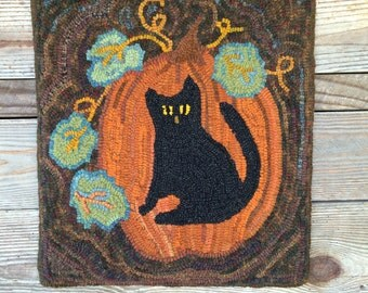 This primitive rug hooking pattern, shows a pumpkin with cute kitten. A lovely addition to your fall decorations. Makes a wall hanging.