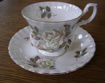 Beautiful Royal Albert Tea Cup & Saucer White Roses Design