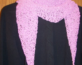 Hand-knitted triangular scarf 135 x 30 cm