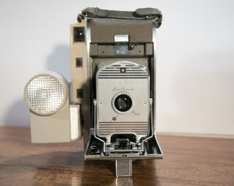 Classic Polaroid 800 Land Camera & Wink Light