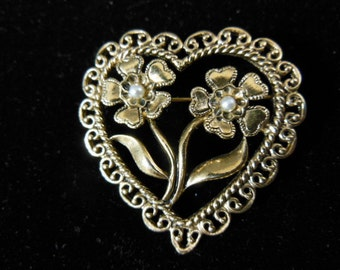 Vintage Heart Shaped Pin / Brooch in Gold Tone with Two Pearls
