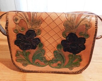 Vintage Leather Purse Beautifully Tooled in Floral Pattern and Color Dyed    01076
