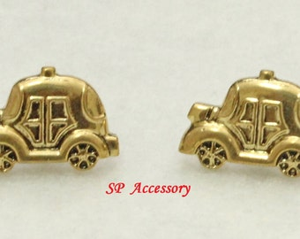 golden car earrings