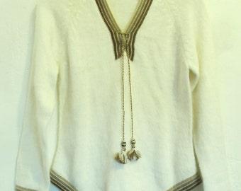 A Cute Little Vintage,Creme Colored,ORLON V neck HIPPIE/BOHO Sweater.xs