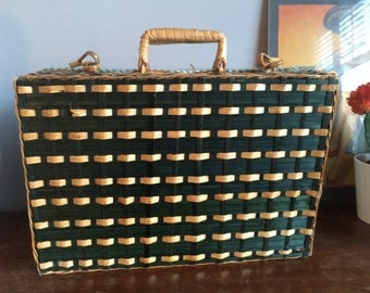 Adorable Wicker Picnic Basket - Handbag - Travel Case