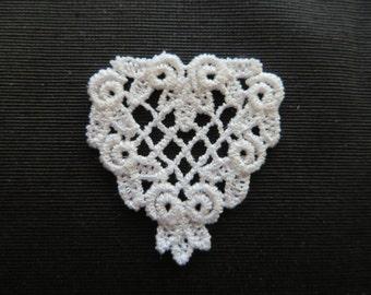Heart Applique with Rosebud Edge Venise Lace 6008