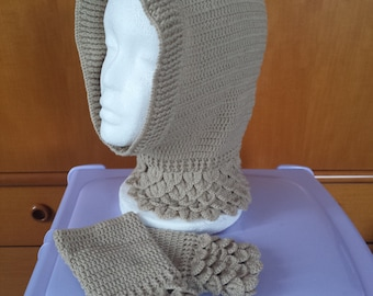 Hat and mittens in wool edged petals